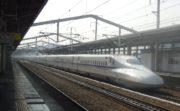 姫路駅を通過するN700系新幹線