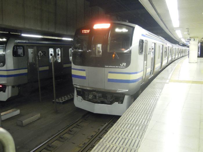 東京駅地下ホームの総武線快速