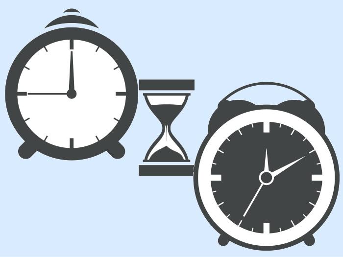 掛け時計と砂時計
